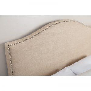 cabeceira de cama capela com tachas